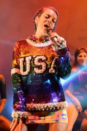 Lily Allen Performs on Stage at Fillmore Miami Beach - September 2014
