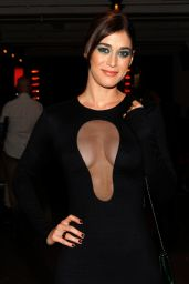 Lizzy Caplan - Cushnie Et Ochs Fashion Show in New York City