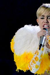 Miley Cyrus Performs at Bangerz Tour 2014 in Monterrey, Mexico