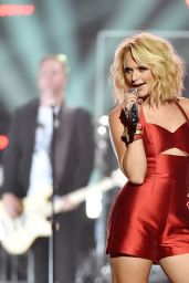 Miranda Lambert Performs at Fashion Rocks 2014