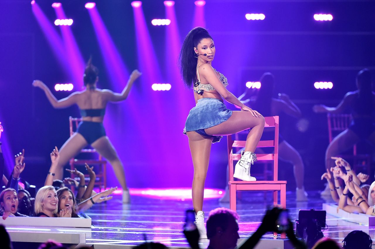 Nicki Minaj Performs at 2014 Fashion Rocks in New York City