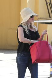 Reese Witherspoon - Bellacures Nail Salon in Beverly Hills - September 2014