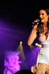 Ricki-Lee Coulter Performs at Nickelodeon Slimefest 2014 in Sydney