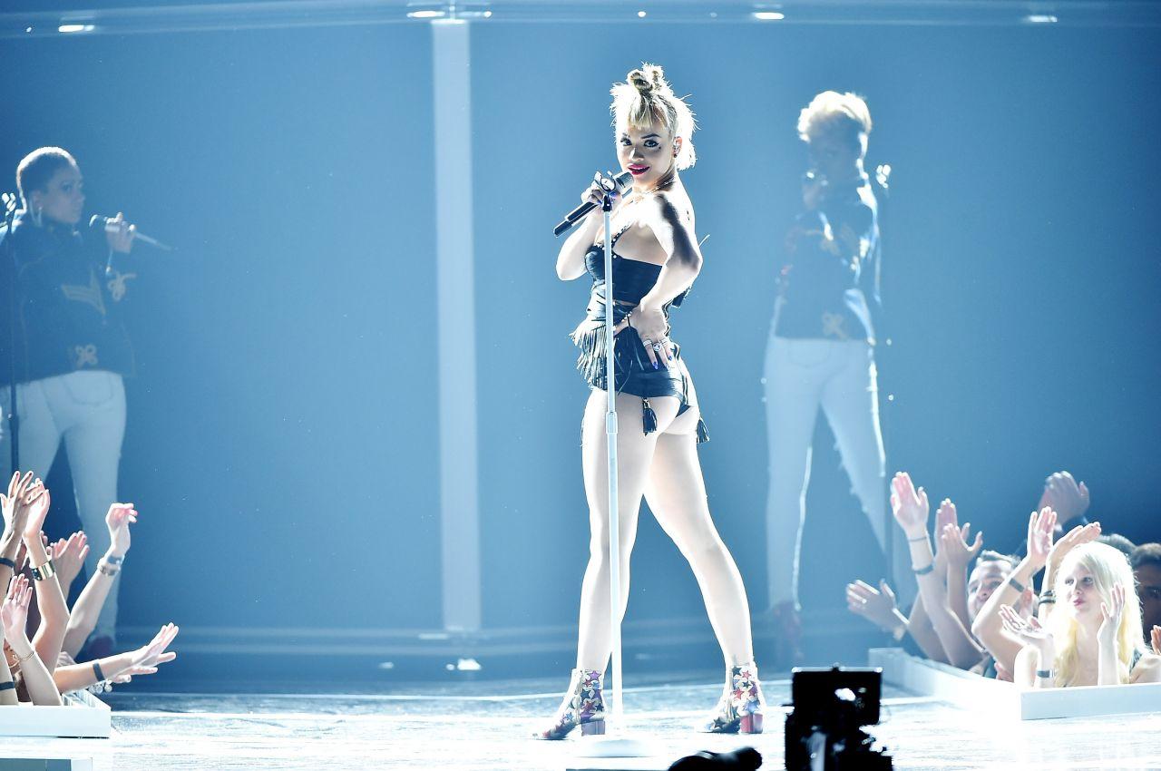 ... 2014 Nicki Minaj Performs at 2014 Fashion Rocks in New York City Rita