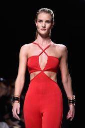 Rosie Huntington-Whiteley on the Catwalk - Paris Fashion Week - The Balmain Show, September 2014