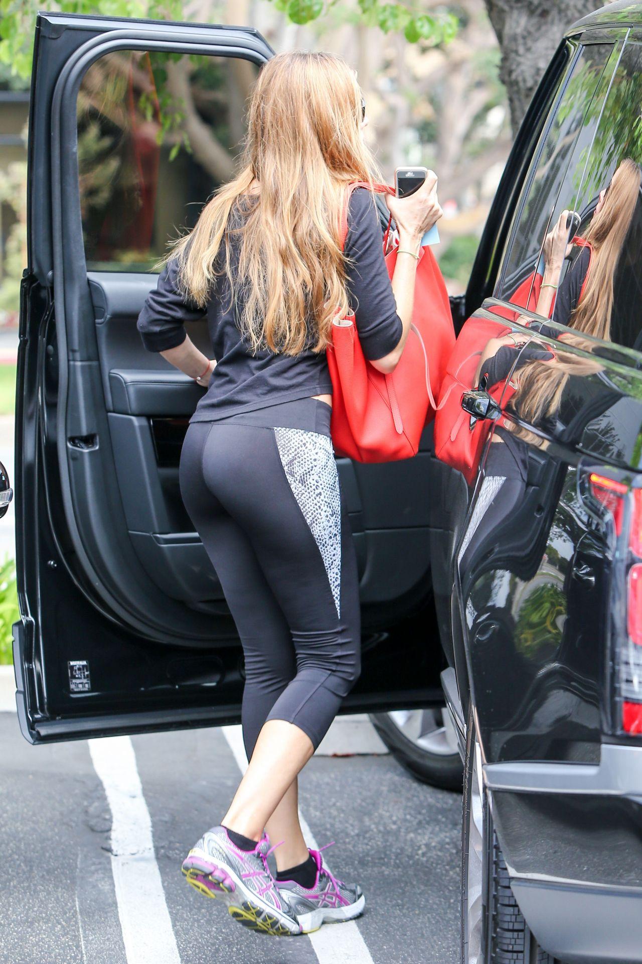 Sofia Vergara Booty in Tights at a Gym in Los Angeles - September 2014 • CelebMafia
