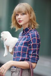 Taylor Swift Leaving Her Apartment in NYC With Her Cat - September 2014