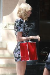 Taylor Swift - Photoshoot at a Cafe in West Village (NYC), September 2014