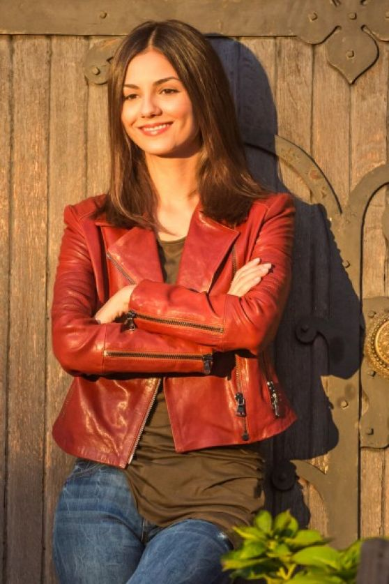 Victoria Justice – Filming 'Eye Candy' in Brooklyn – Sept. 2014