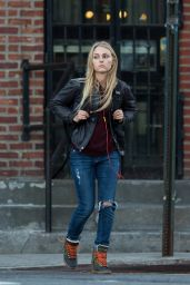 AnnaSophia Robb in Ripped Jeans - Out in New York City, October 2014