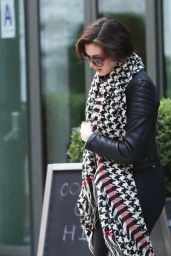 Anne Hathaway Booty - Leaving Her Hotel in New York City - October 2014