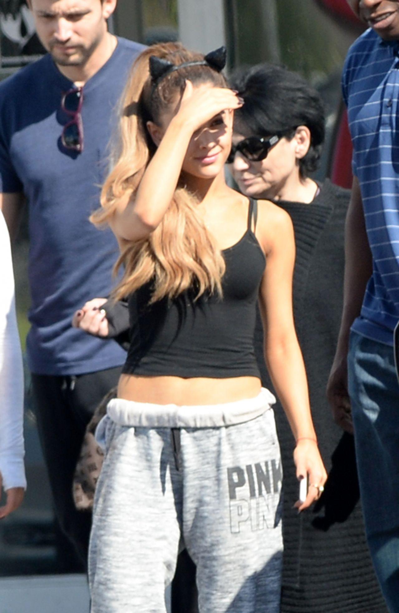 Boca Raton Shopping >> Ariana Grande - Halloween Shopping in Boca Raton (Florida)