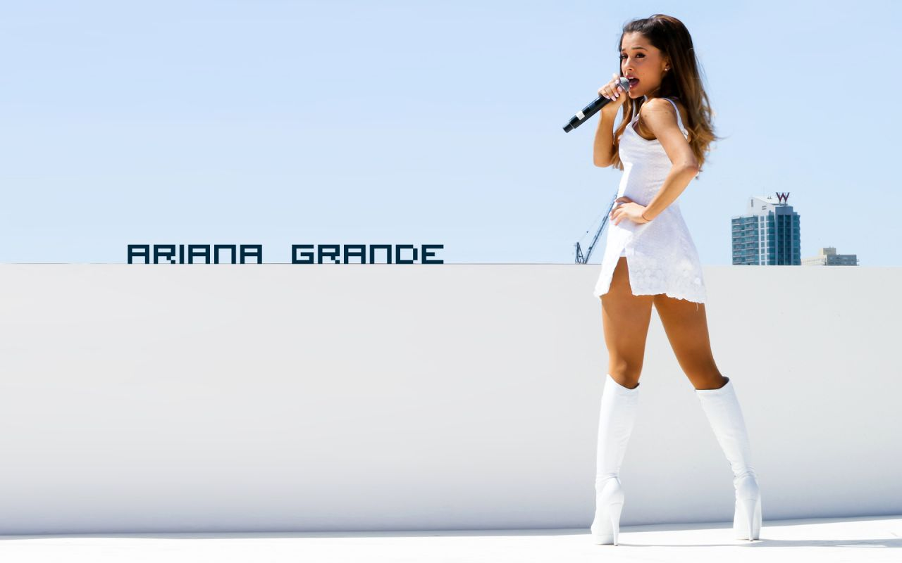 Ariana Grande Wallpaper on