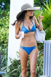 Bethenny Frankel in a Bikini in Miami - October 2014
