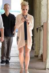Britney Spears - Leaving a Nail Salon in Los Angeles, October 2014