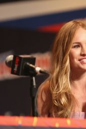 Britt Robertson - 2014 New York Comic Con Presentations