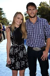 Britt Robertson - Professional Bull Riders 2014 World Finals in Las Vegas