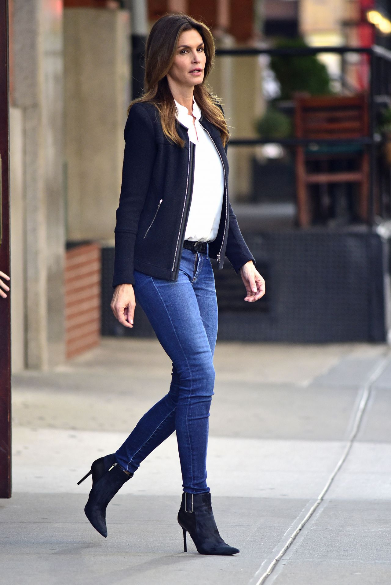 cindy crawford in tight jeans leaving her hotel in new