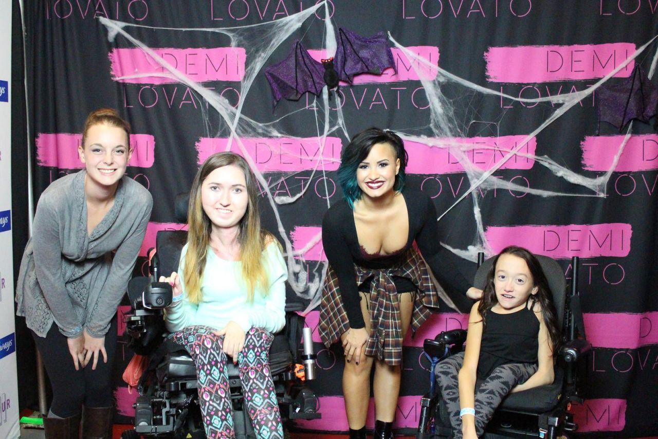 Demi Lovato At Her Meet Greet In Hamilton October 2014