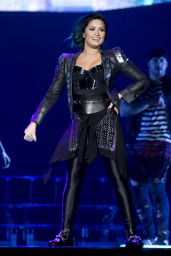 Demi Lovato Performs at Neon Lights World Tour in Newark - October 2014