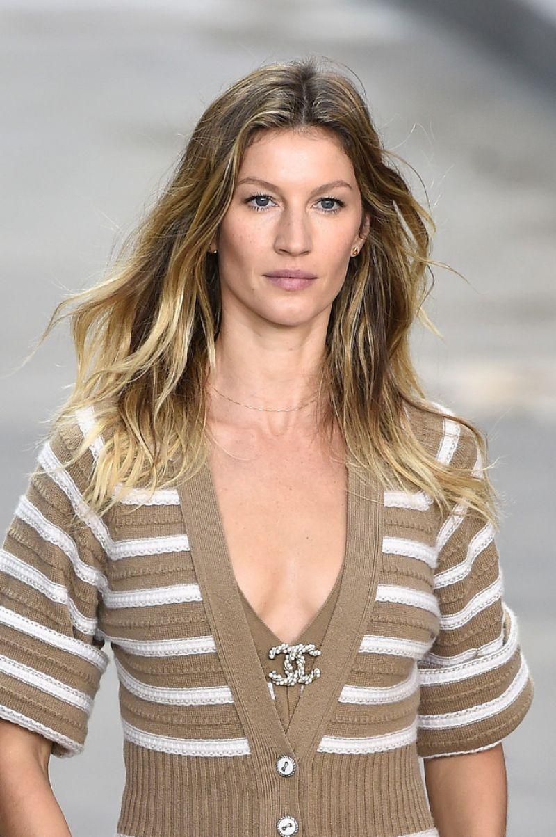 Gisele Bundchen - Paris Fashion Week