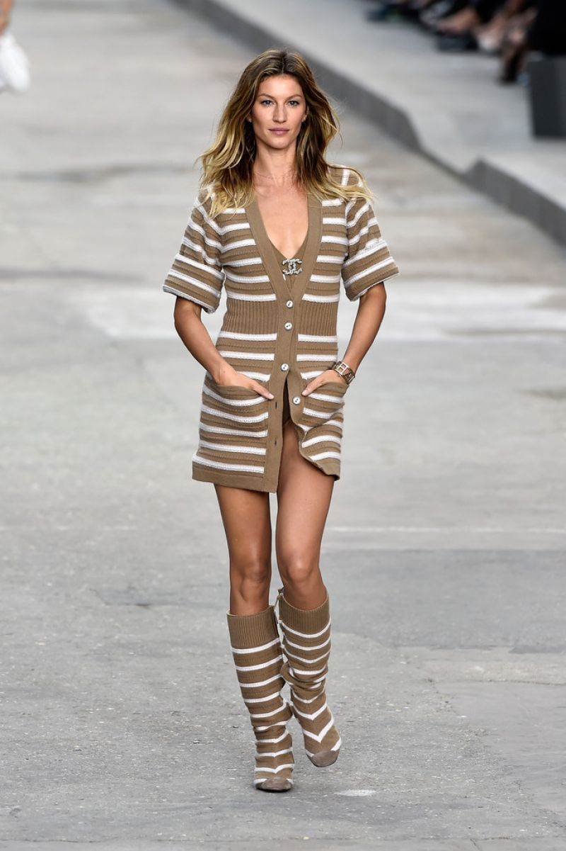 Gisele Bundchen Paris Fashion Week Chanel Runway Show