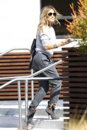 Jennifer Lopez Arriving at a Studio in Los Angeles - October 2014