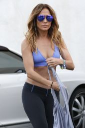 Jennifer Lopez in Gym Clothes - Leaving the Gym in West Hollywood - october 2014