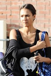 Jessica Alba in Tights - Arriving at a Yoga Studio in Los Angeles, Oct. 2014