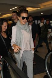 Kate Beckinsale Style - at LAX Airport in Los Angeles - Oct. 2014