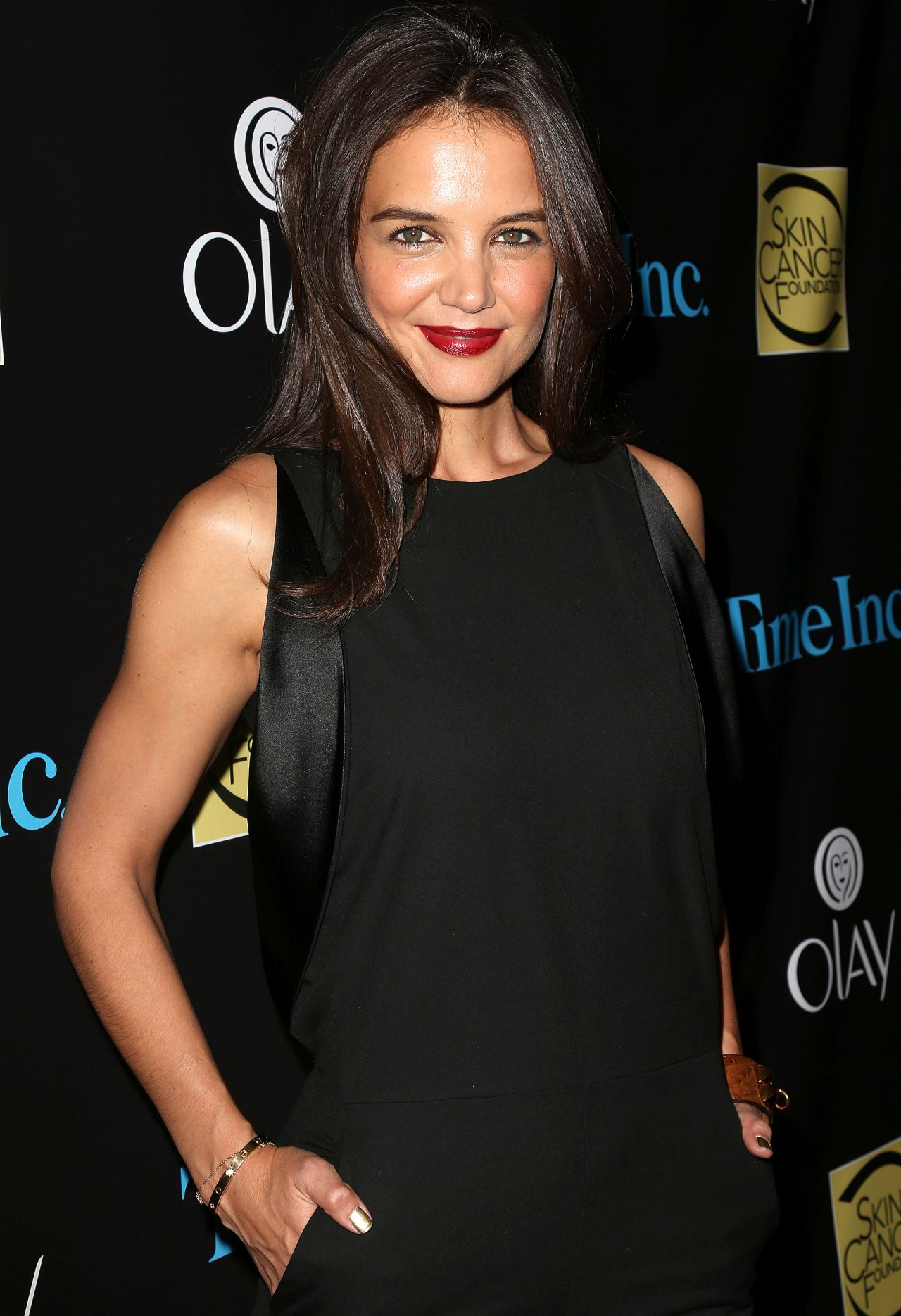holmes city single women Katie holmes at the glamour magazine salutes the 2004 'women of the year'  century city, ca - may 19: actress katie holmes attends the 'beauty culture .