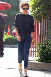 Kristen Stewart - Out With Friends in Los Angeles, Oct. 2014