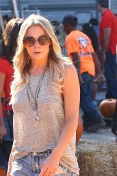 LeAnn Rimes at the Encino Pumpkin Patch in California - October 2014