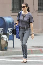 Rachel Weisz in jeans - Hailing a Taxi Cab in New York City, Sept. 2014