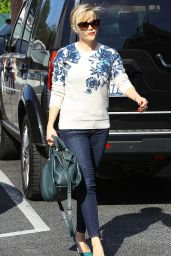 Reese Witherspoon Booty in Jeans - Out in Los Angeles, Oct. 2014