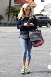 Reese Witherspoon Shopping in Brentwood - October 2014