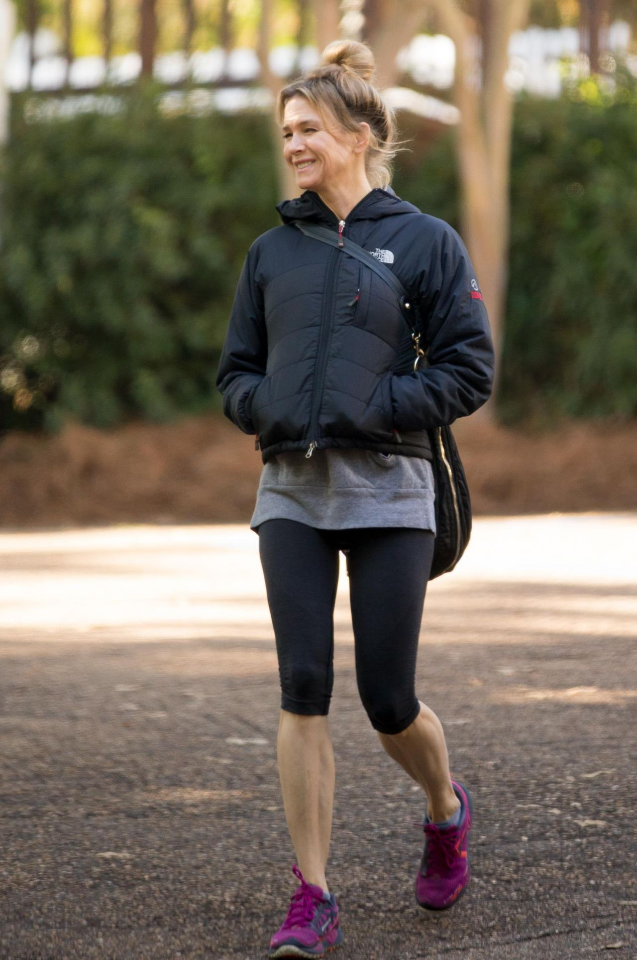 Renee Zellweger In Leggings Out In Mississippi Over The Weekend October 2014