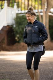 Renee Zellweger in Leggings - Out in Mississippi Over the Weekend - October 2014