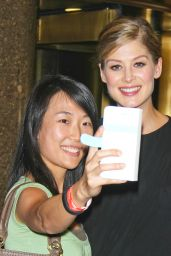 Rosamund Pike Arriving to Appear on