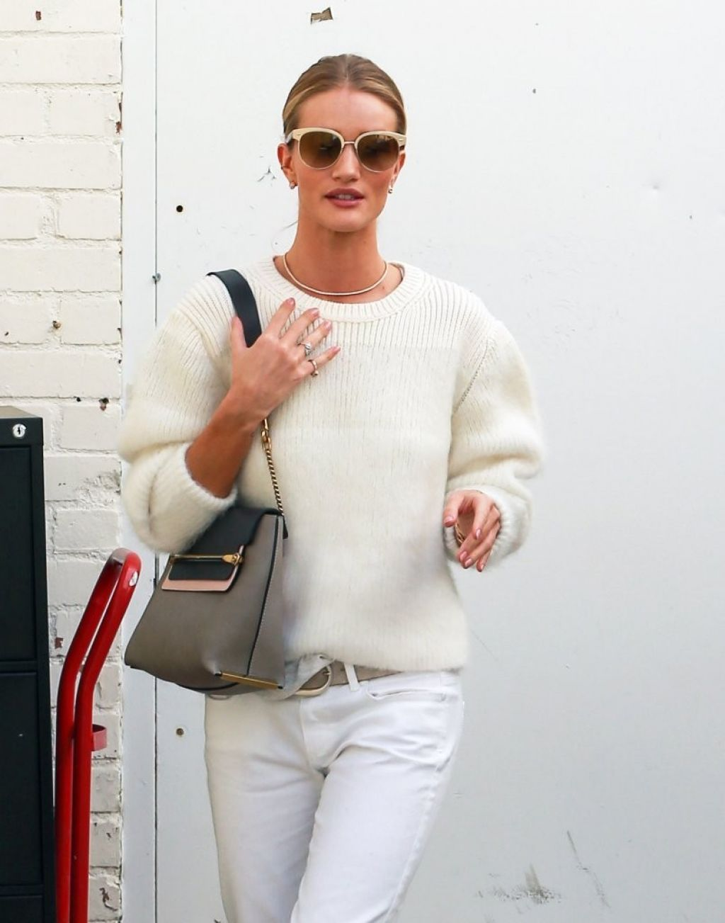 Rosie Huntington-Whiteley Shopping in Beverly Hills - October 2014