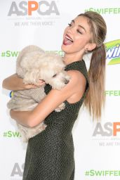 Sarah Hyland - ASPCA Event at Pillars 38 in New York City - October 2014