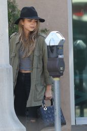 Sarah Hyland - Walking Her Dog in Los Angeles - October 2014