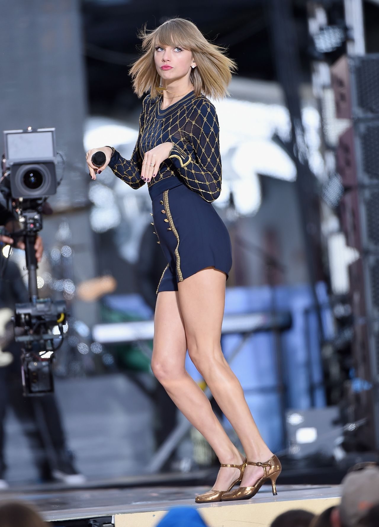 Taylor Swift Performs In Concert At Good Morning America -1345