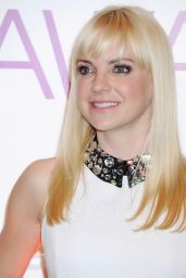 Anna Faris - People