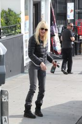 Anna Faris Street Style - Out in Los Angeles, November 2014