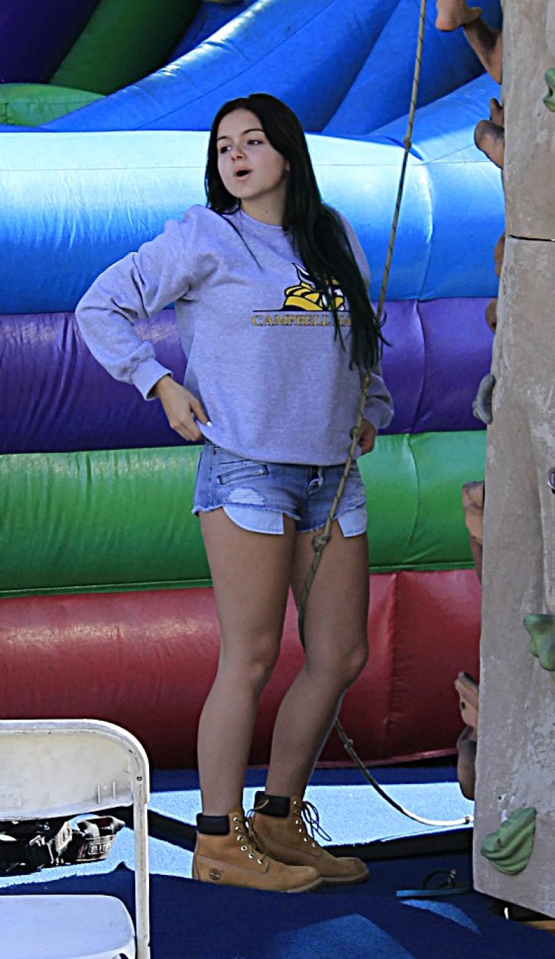 Ariel Winter Leggy in Jeans Shorts - Farmer
