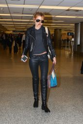 Bella Thorne Casual Style - Airport in Chicago - November 2014