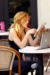 Bella Thorne - Reading Her Book