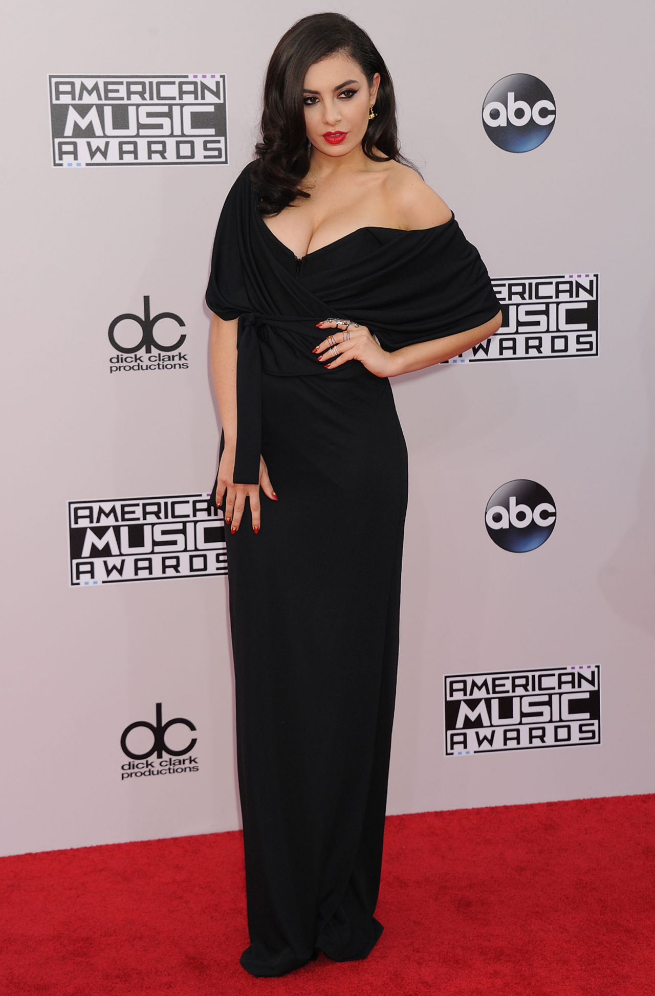 Charlie XCX on Red Carpet - 2014 American Music Awards in Los Angeles
