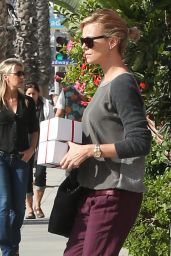 Charlize Theron & Sean Penn Street Style - Stop to Get Some Frozen Yogurt - November 2014
